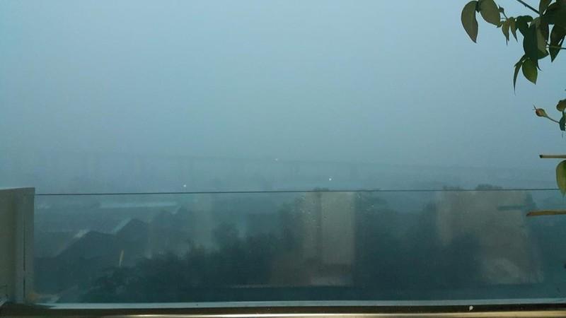 Người Sài Gòn choáng váng với cơn mưa tối tăm trời đất - ảnh 9