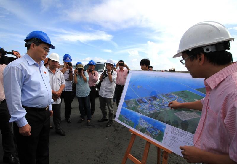 ông Nguyễn Thiện Nhân khảo sát hiện trường Nhà máy Nhiệt điện Duyên hải