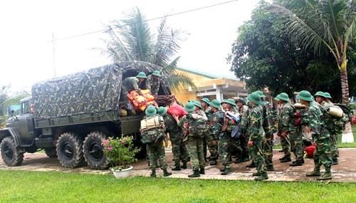 Sư đoàn 968 vào vùng lũ Quảng Bình giúp dân  - ảnh 1