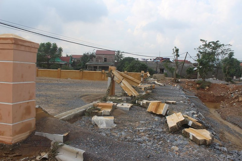 Chợ mới xây chưa đưa vào sử dụng thì bị lũ đánh sập  - ảnh 2