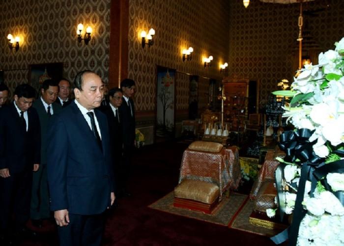 Thủ tướng Nguyễn Xuân Phúc viếng nhà vua Thái Lan - ảnh 1