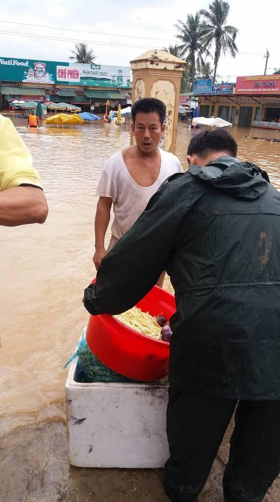 Quảng Trị: Lũ về bất ngờ nhà dân chìm trong biển nước - ảnh 3