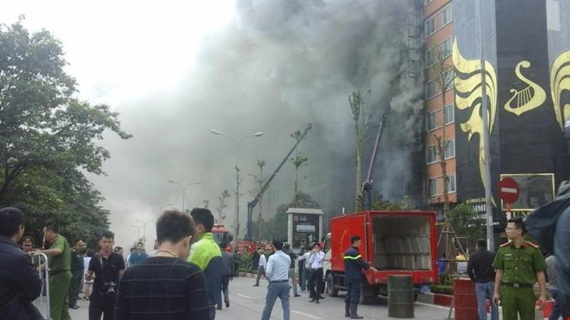 Vụ cháy tại quán karaoke trên phố Trần Thái Tông, Cầu Giấy, Hà Nội chiều 1-11 làm 13 người chết