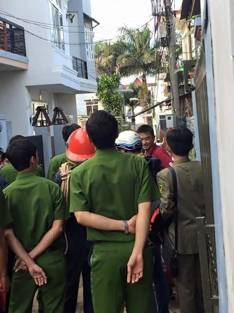 Lực lượng chức năng thuyết phục nam thanh niên