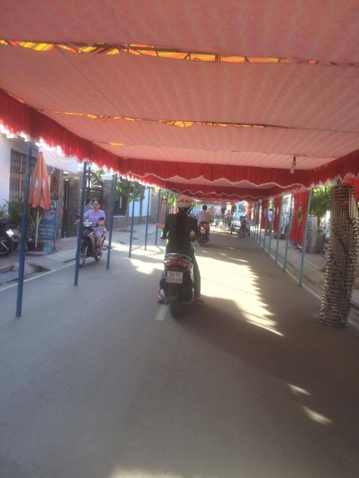 Dựng rạp, lều quán, cổng ra vào trong phạm vi đất dành cho đường bộ bị phạt đến 6 triệu đồng