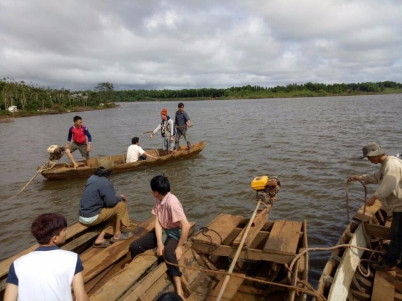 Lật thuyền trên hồ thủy điện, 1 gia đình mất tích - ảnh 1