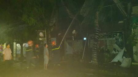 Cháy quán bar, nhiều người hoảng loạn tháo chạy - ảnh 3