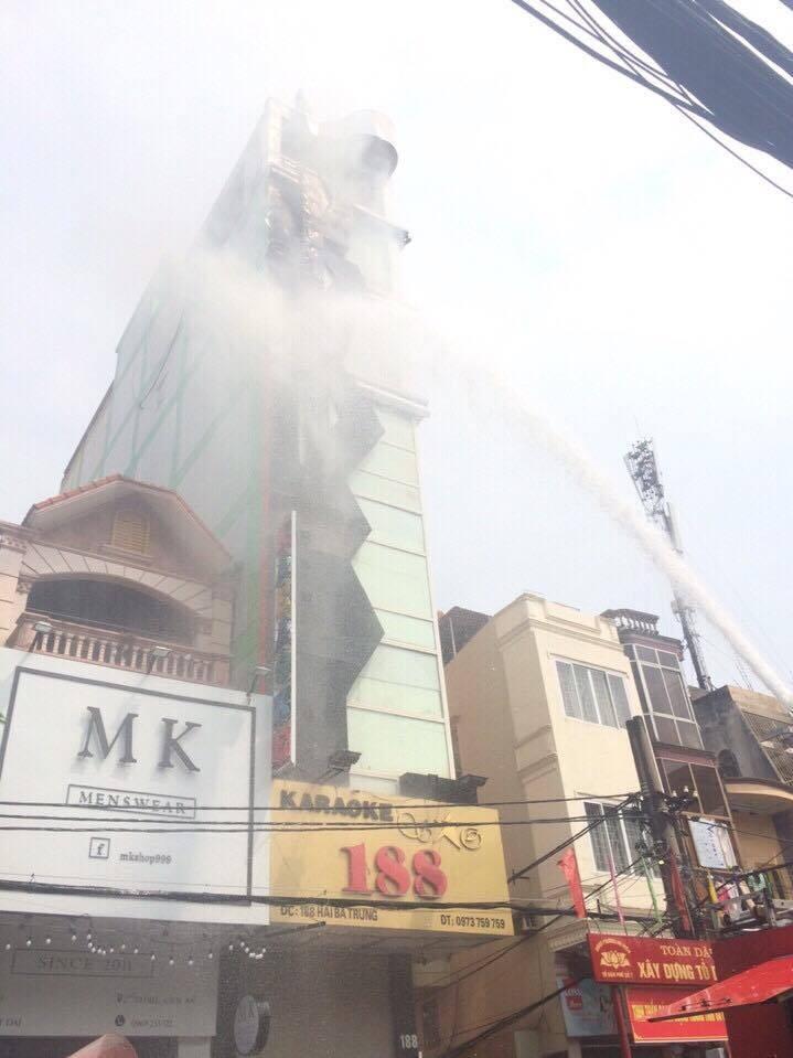 Cháy quán karaoke nổi tiếng ở Hải Phòng - ảnh 1