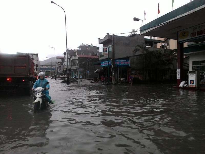 Quảng Ninh di dời dân đề phòng mưa lũ  - ảnh 1