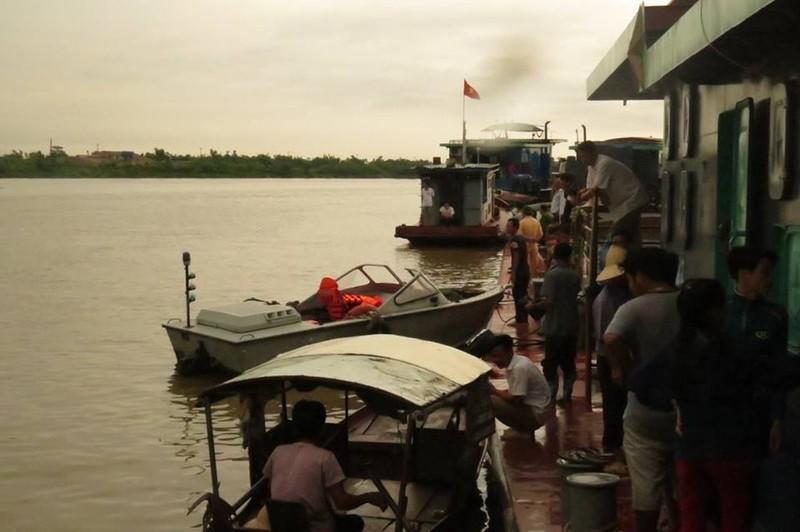 Vụ va chạm tàu trên sông Hồng: Tìm thấy thi thể 4 nạn nhân  - ảnh 1