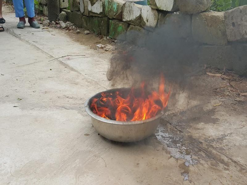 Nước giếng múc lên cháy ngùn ngụt