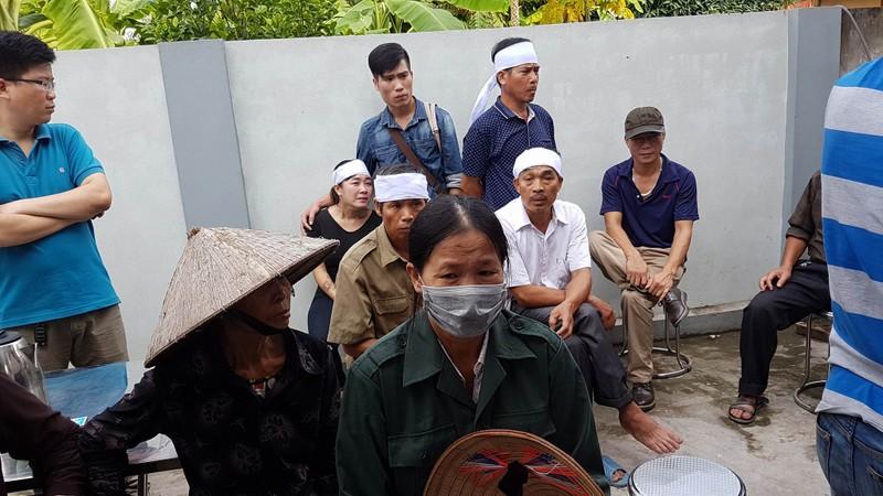 Đám tang 4 bà cháu trong vụ thảm sát Quảng Ninh - ảnh 6