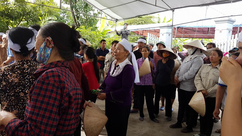Đám tang 4 bà cháu trong vụ thảm sát Quảng Ninh - ảnh 7