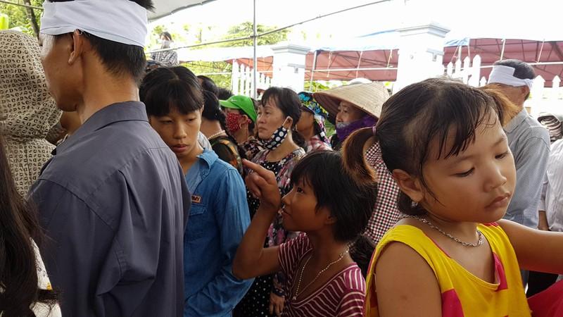 Đám tang 4 bà cháu trong vụ thảm sát Quảng Ninh - ảnh 8