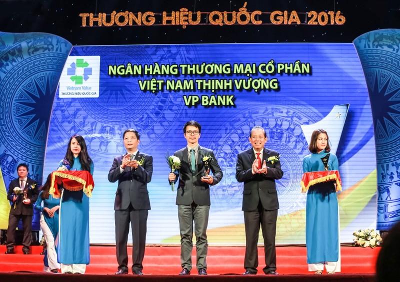 VPBank đạt 10 giải thưởng, chứng nhận năm 2016 - ảnh 1