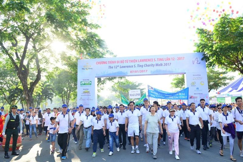 Hơn 15.000 người tham gia đi bộ từ thiện - ảnh 1