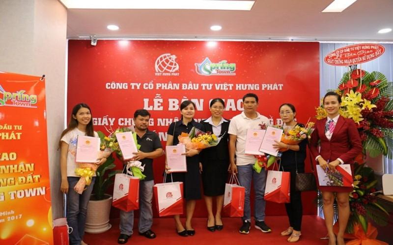 Địa ốc Kim Phát, Việt Hưng Phát trao hàng trăm sổ đỏ - ảnh 1