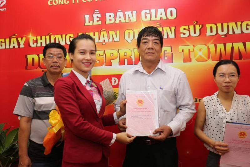 Địa ốc Kim Phát, Việt Hưng Phát trao hàng trăm sổ đỏ - ảnh 2