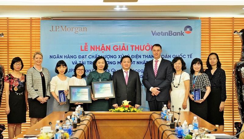 VietinBank nhận hai giải thưởng của JPMorgan Chase Bank - ảnh 1