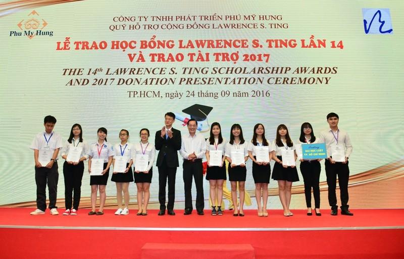 Trao 375 suất học bổng Lawrence S. Ting cho HS-VS giỏi - ảnh 1
