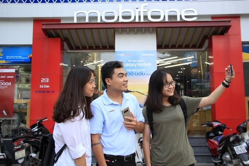 Galaxy Note 8 giá chỉ hơn 7 triệu tại cửa hàng MobiFone - ảnh 1