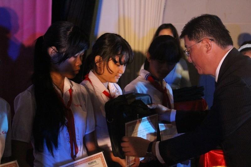 Ajinomoto đồng hành cùng trẻ em nghèo hiếu học Đồng Nai - ảnh 1