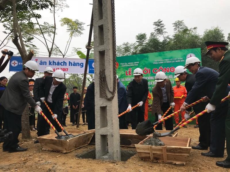 EVNNPC: Nâng cấp lưới điện cho 6.000 hộ nông thôn - ảnh 1