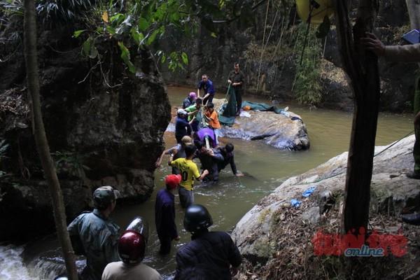 Tìm thấy 3 thi thể du khách người Anh tử nạn tại thác Datanla, Đà Lạt - ảnh 1