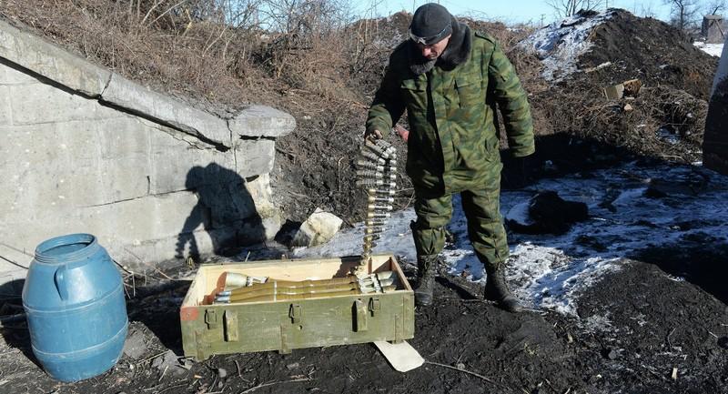 Dân miền đông Ukraine đồng loạt 'gác súng' - ảnh 1