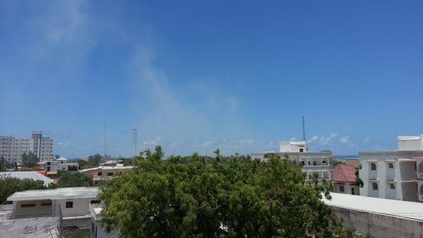 Khủng bố ồ ạt tấn công trụ sở Bộ giáo dục Somali, ít nhất 10 người chết - ảnh 1