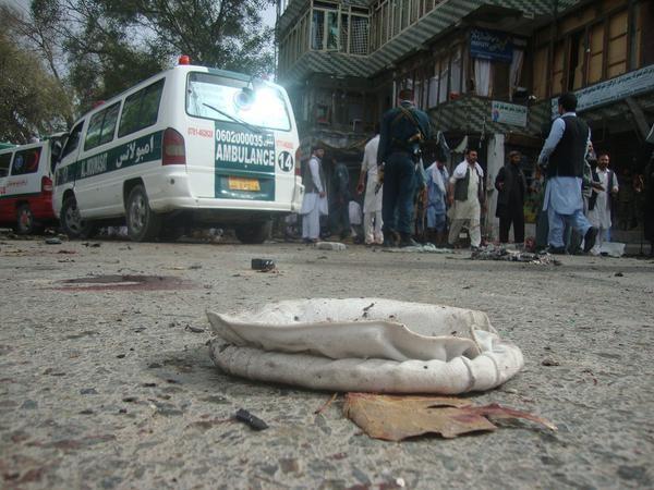 Nóng: Hàng loạt người chết, bị thương sau vụ 'nổ bom kép' - ảnh 2