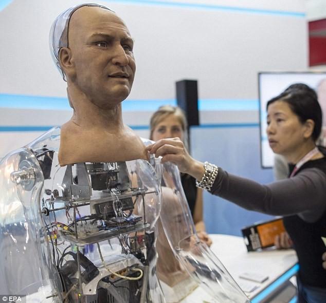 Bất ngờ với robot giống y hệt người thật - ảnh 2