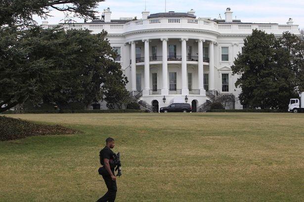 Bắt giữ người đàn ông mang 'gói hàng lạ' đột nhập Nhà trắng - ảnh 1