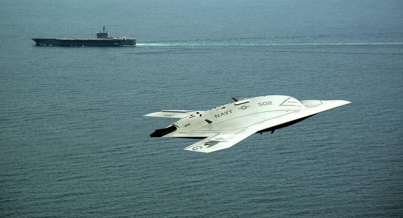 Lần đầu tiên trong lịch sử máy bay Mỹ tiếp nhiên liệu trên không  - ảnh 1