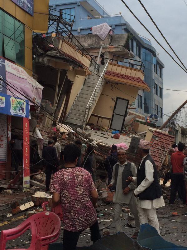 Nóng: Động đất cực mạnh xuyên quốc gia giết chết ít nhất 108 người - ảnh 3