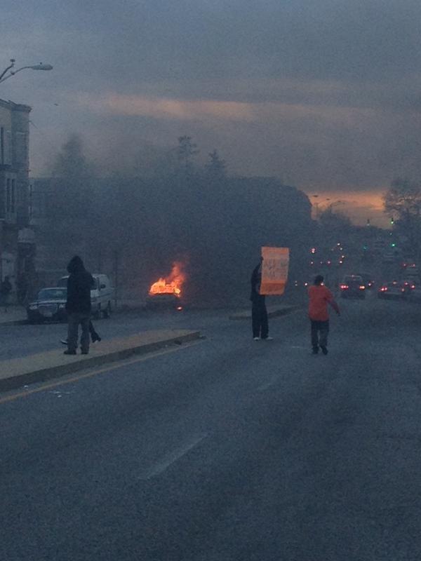 Mỹ tuyên bố tình trạng khẩn cấp vì 'bão' bạo động  - ảnh 5