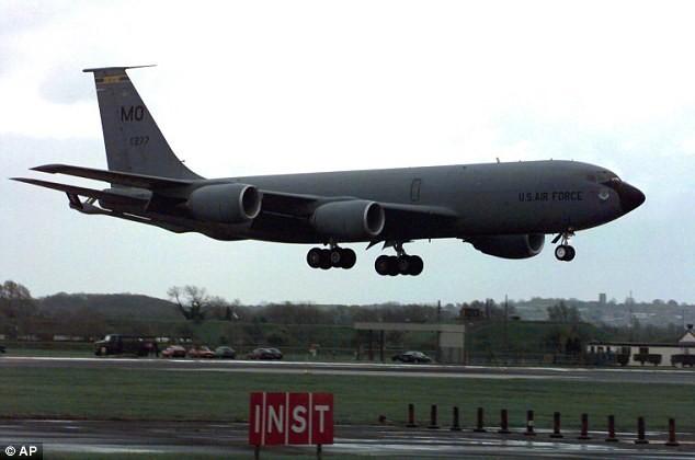 Máy bay không quân Mỹ mất tích - ảnh 1