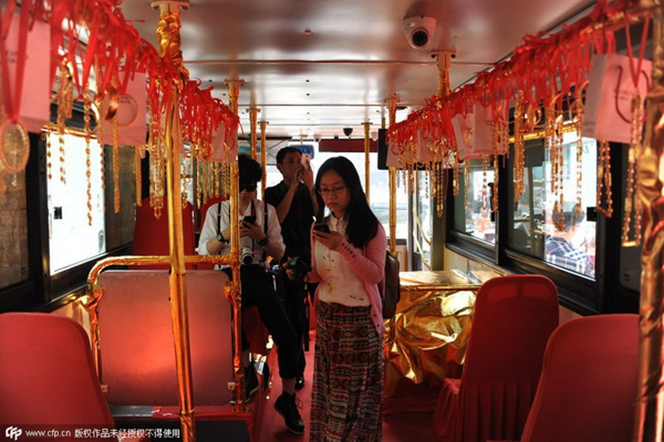 Nhìn ngắm xe buýt bằng vàng hơn 17 tỷ đồng - ảnh 2