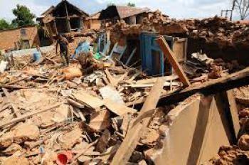 Động đất Nepal: Còn ai sống dưới đống đổ nát? - ảnh 1