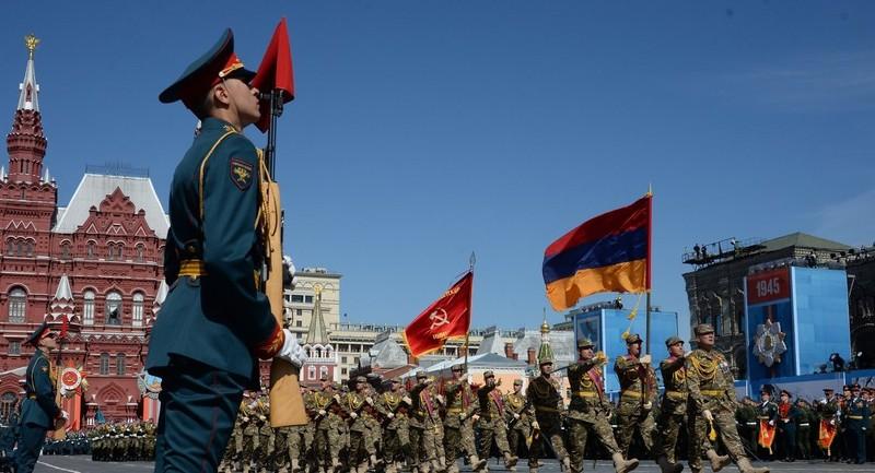 Cụ ông 76 tuổi đi bộ 2.200 km tới Moscow đón Ngày chiến thắng  - ảnh 1