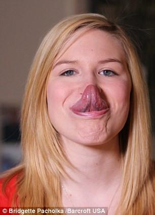 Cô gái có chiếc lưỡi dài 4 inch: Phá kỷ lục thế giới? - ảnh 1