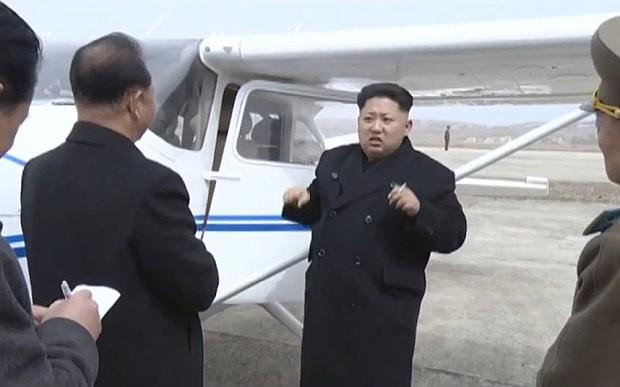 Kim Jong-un lái thử máy bay do Triều Tiên sản xuất - ảnh 1