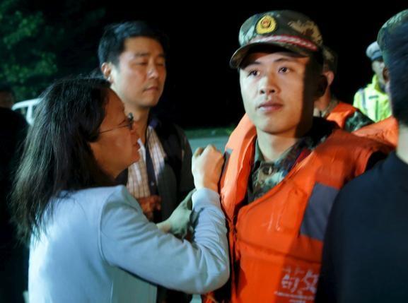 Số người chết vụ chìm tàu Trung Quốc tăng mạnh  - ảnh 2