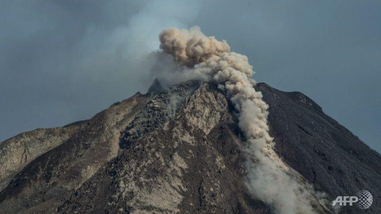 Hàng ngàn người sơ tán vì núi lửa hoạt động - ảnh 1