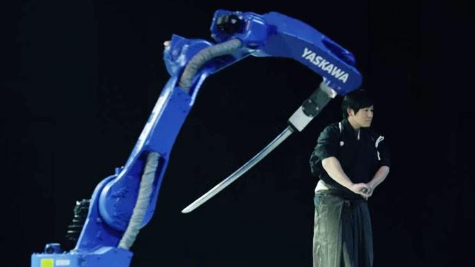 Video: Robot chiến thắng bậc thầy kiếm thuật Nhật Bản - ảnh 1
