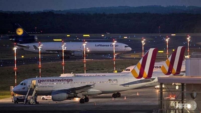 Thi thể nạn nhân thảm họa máy bay tại Pháp bắt đầu 'hồi hương' - ảnh 2