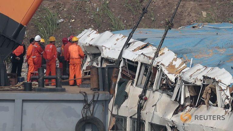 Tàu Trung Quốc chìm: Thương tâm 442 mạng người - ảnh 1