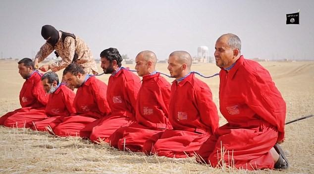 Ba cách hành quyết man rợ kinh hoàng của IS - ảnh 4