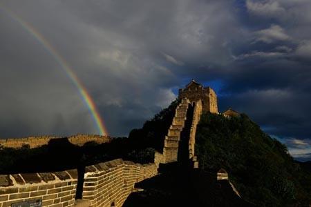 Dân Trung Quốc gỡ gạch Vạn Lý Trường Thành để xây nhà - ảnh 1