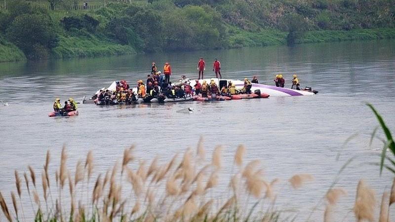Vụ rơi máy bay Đài Loan: Phi công tắt nhầm động cơ - ảnh 1